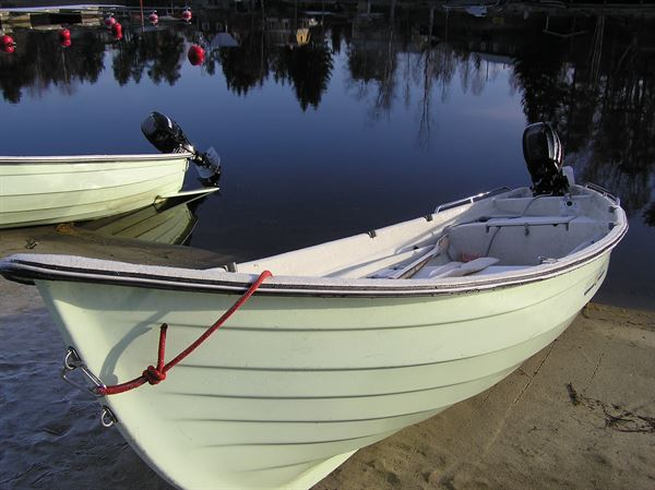 Motor boat with 9,9hp engine