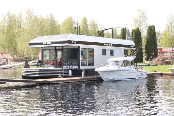 House Boat Big Cat